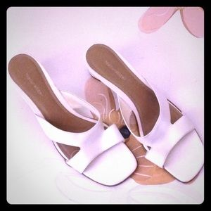 NATUTALIZER open toe off-white shoes 2.25 in heel